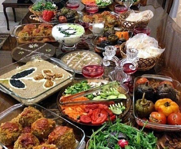 غذای ایرانی در رستوران پرشین رز شهر سیدنی ما با استفاده از بهترین مواد اولیه در طبخ غذا، این مکان را برای شما میهمانان عزیز فراهم نموده تا در وعده های غذایی انتخابی با تنوع زیاد و خاطره انگیز و لذیذ داشته باشید. تلفن تماس و رزرو: 0425776361 آشپزی یا در متن ها دیرین خوالیگری , کار آمادهکردن مواد غذائی برای مصرف است . این اصطلاح معمولاً در معنای محدودتری به کار میرود , که اِعمال گرما به طعام برای تغییر شیمیایی مزه , بافت , ظواهر , و یا خاصیت غذایی آن است. تصاویر برخی غذاهای رستوران پرشین رز سیدنی: غذای ایرانی در سیدنی استرالیا